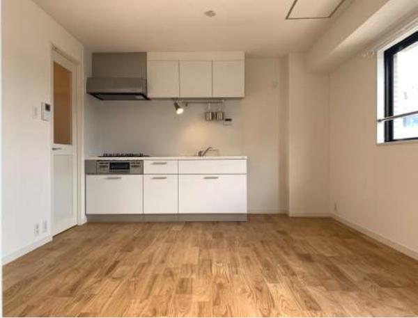 5階 一部住戸はリノベーション実施済(2020年5月)床は無垢材使用