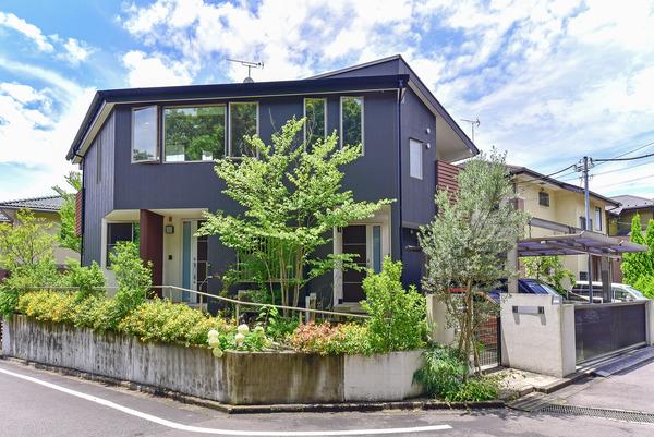 平成22年築の認定長期優良住宅。和風モダンの二世帯仕様、こだわりの建物を一度ご覧ください!