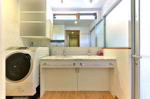 洗面台を2つ設置、朝の身支度もゆとりを持てます