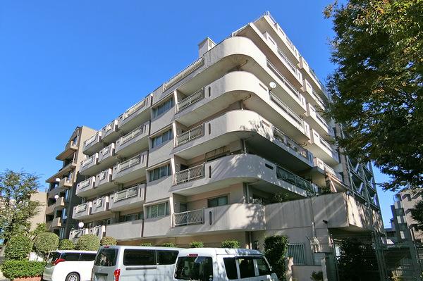大江戸線・副都心線「東新宿」駅徒歩3分の立地