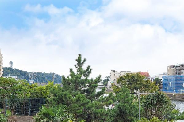 江ノ島方面の眺望(天候による)(令和2年10月撮影)