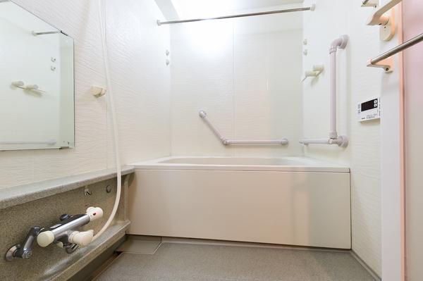 1418サイズの湯舟付浴室(令和2年10月撮影)