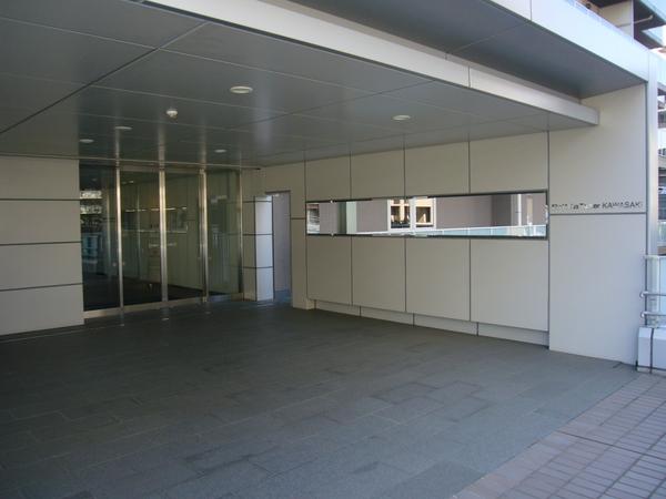 ペデストリアンデッキ直結マンションエントランス(2階部分)