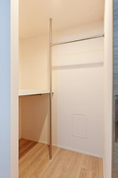 洋室【約6帖】の収納スペース(ウォークインクローゼット)