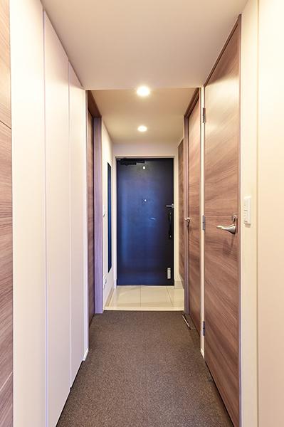 玄関 収納が何か所もあり廊下の少ない効率的な間取