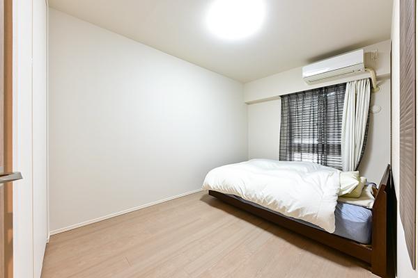 約6.6帖の主寝室は、整形につき家具の配置がし易く、収納も奥行きがあります。