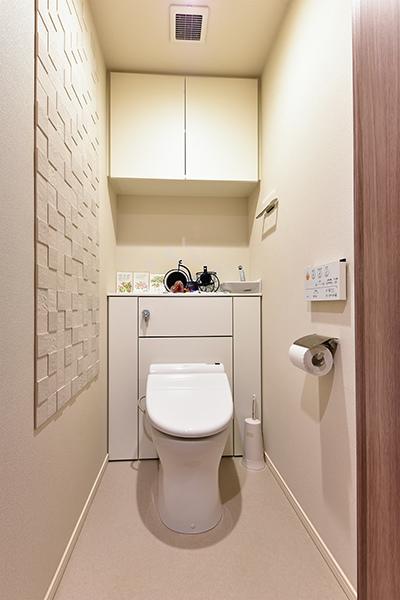 節水型トイレ、吊り戸付き