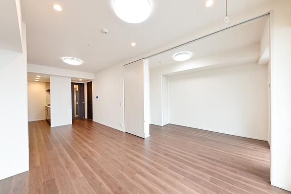 可動式間仕切りがあるため、洋室約5.0帖とLD約13.6帖は独立した空間にもできます♪