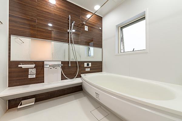浴室 ◆広々したバスタブでゆっくりリフレッシュ