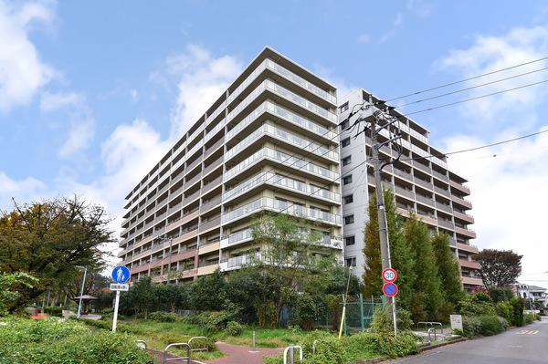 【外観】東京都認定民設公園「萩山四季の森公園」内に立地しています。