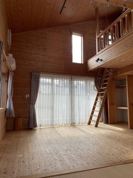 洋室(2階13帖)