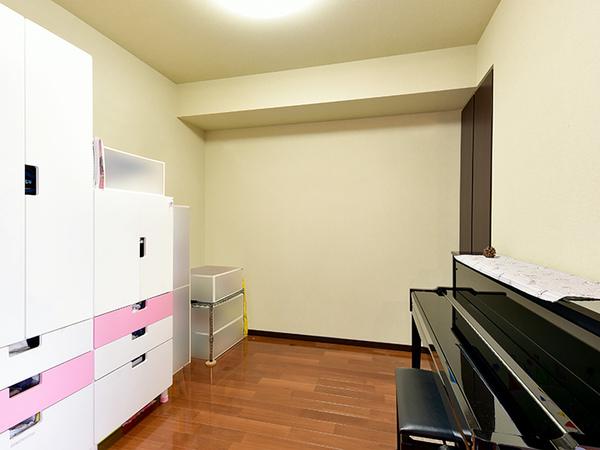 約4.5帖の洋室は書斎や趣味の部屋としてなどにもご使用いただけます。
