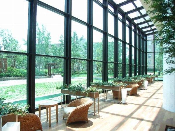 1階グランドテラス:マナーハウスという共用スペースのコンセプトを象徴する美しく壮大なスペース。