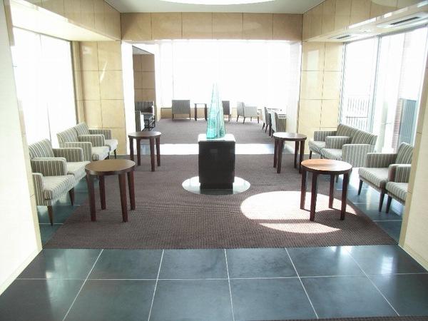 49階スカイラウンジ:一流ホテルのように格式高く洗練された天空からの眺めを楽しめる特等席。