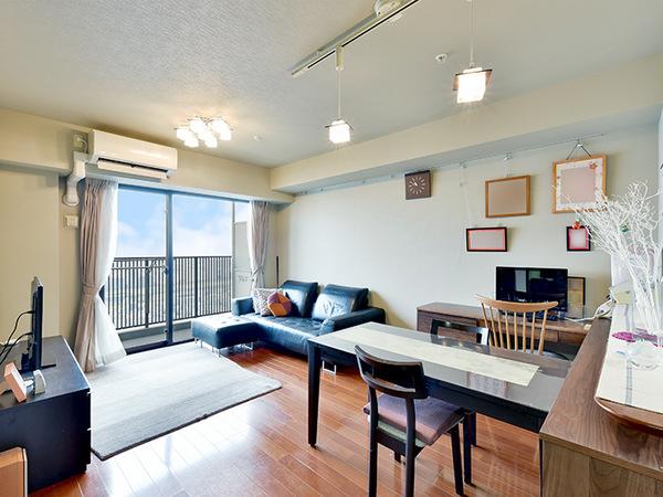 温水式床暖房採用のリビングダイニング、は空気を汚さず、足元から優しくお部屋全体を暖めます。