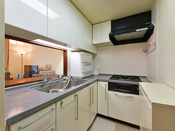 落ち着きのある独立タイプ!L字型になっており、家事効率の高いキッチン!