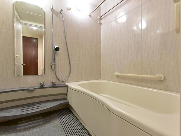 戸建て感覚の窓付き浴室。浴室換気乾燥機付フルオートバスでいつでも快適なバスタイムをお過ごし頂けます。