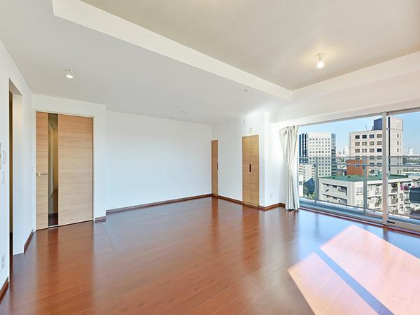 広々とした約16.8帖のLD!空気を汚さず、足元から優しくお部屋全体を温めるTES温水式床暖房を採用!