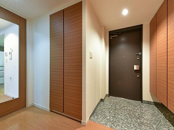 プライバシー性を高めるクランクイン導線は、玄関からリビングが丸見えにならず、急な来客も安心です。