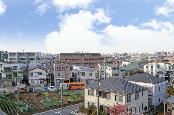 周囲に高い建物がなく、気持ちのいい眺望が広がります。