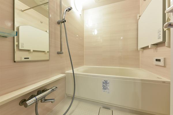 浴室換気乾燥機付オートバス採用でいつでも快適なバスタイムをお過ごし頂けます。