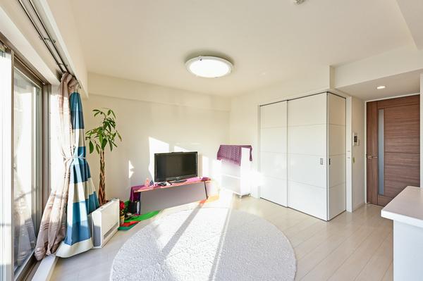 TES式床暖房採用で、チリやホコリを巻き上げず、足元から優しくお部屋全体を暖めます。