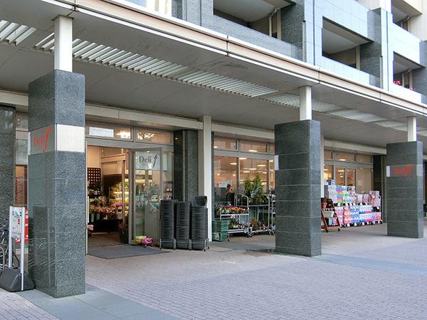 1階には7時~25時まで営業しているスーパー「デリド武蔵小杉店」があり、お買い物に便利です。