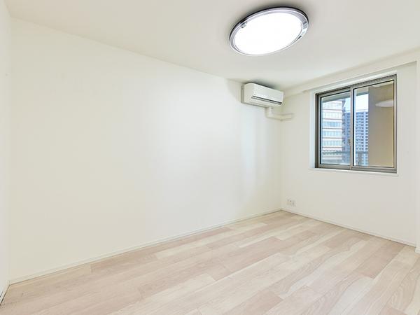 約5.7帖の洋室はリビングインになっており、書斎や子ども部屋などにおすすめです。