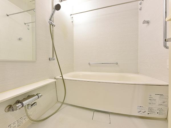 浴室換気乾燥機付オートバス採用!6時間後もお湯の温度が2℃程度しか下がらない優れた保温浴槽で経済的!