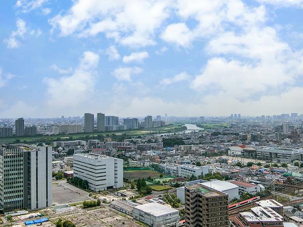 リビングに座ったまま、東京タワー、東京スカイツリー、多摩川、東京湾まで望める眺望!