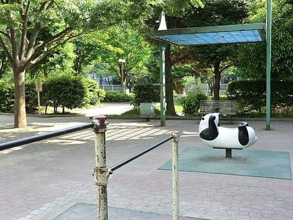 小関公園:徒歩5分(400m)