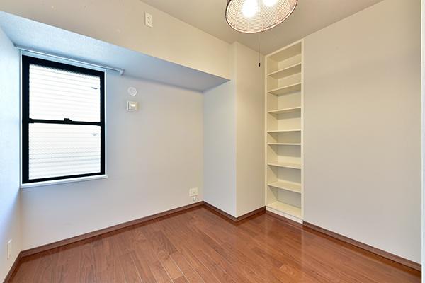 約5.3帖の洋室。子供部屋や書斎など暮らしに合わせてご使用いただけます。