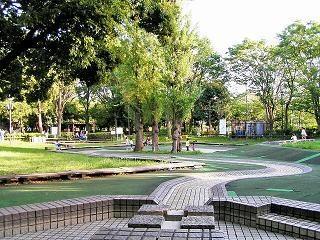 川崎市中原平和公園:徒歩9分(702m)