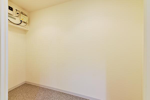 約1.8帖の納戸には、消耗品や季節の家電、趣味の道具を収納するなど自由にご使用頂けます。