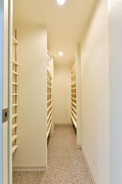 シューズインクローゼットは、靴を履いたまま入れる大型収納スペース。