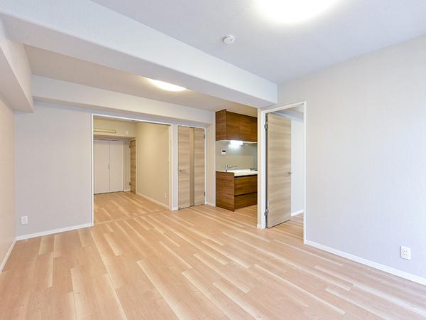 隣り合う洋室の引き戸を開放することで、奥行きのあるひと続きの空間としてもしようできます。