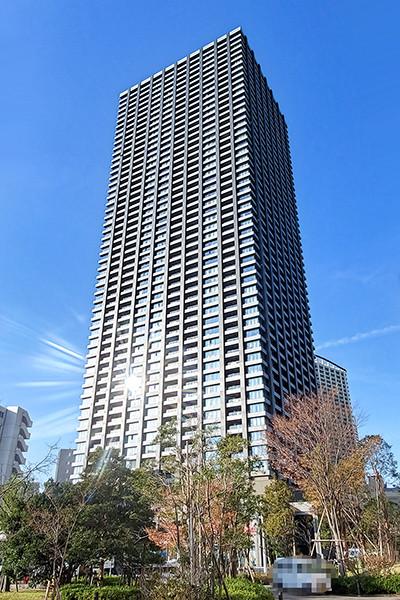 首都圏有数のスケールで再開発事業が進む武蔵小杉エリアに立地する超高層免震タワーレジデンス