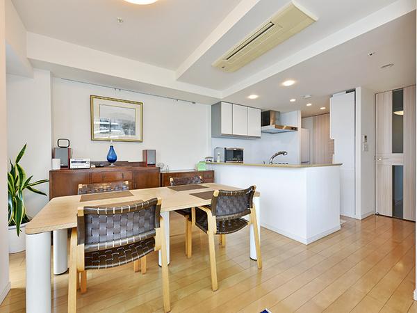 20帖超の広々としたLDK!空気を汚さずに優しくお部屋全体を暖める温水式床暖房を採用!
