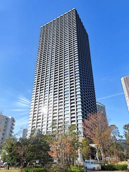 武蔵小杉エリアに立地する総戸数800戸の超高層免震タワーレジデンス