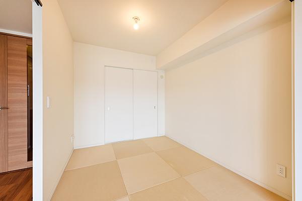 琉球畳を使用した和室は、フローリングとの調和もとれておしゃれでモダンな雰囲気