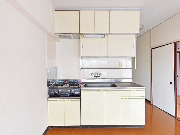 吊戸棚など収納豊富なキッチン