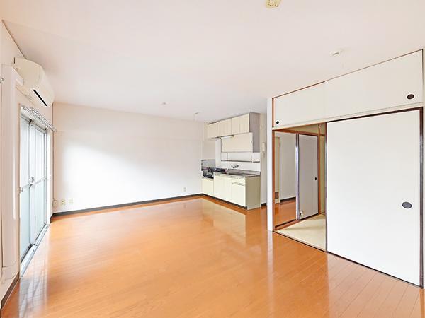 ダイニングと隣り合う和室は来客時に便利!趣味のスペースやお子様のプレイスペースとしても。