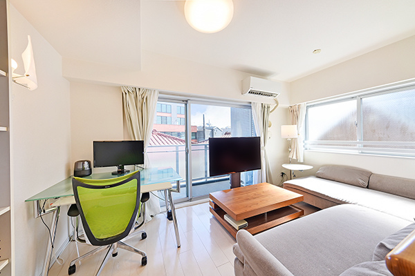 空気を汚さずに足元から優しくお部屋全体を暖める温水式床暖房を採用。