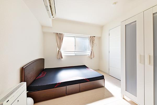 約6帖の洋室。WICには季節の衣類や家電などしっかりと収納できます。