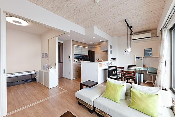 天井高2600mm!空気を汚さずに足元からお部屋全体を暖めるTES温水式床暖房を採用。