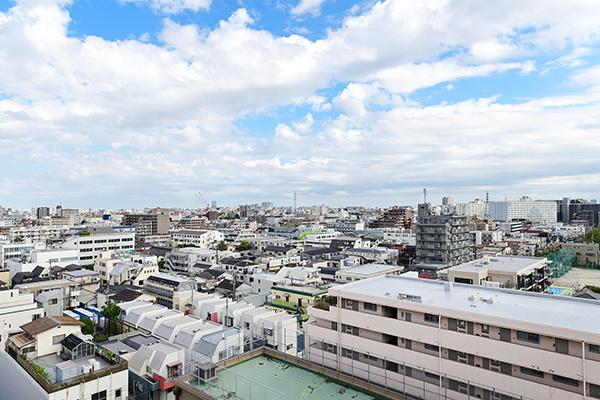 東京方面を望む開放感のある眺望です。