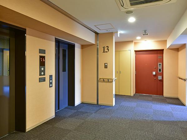 エレベーターホール(内廊下設計)