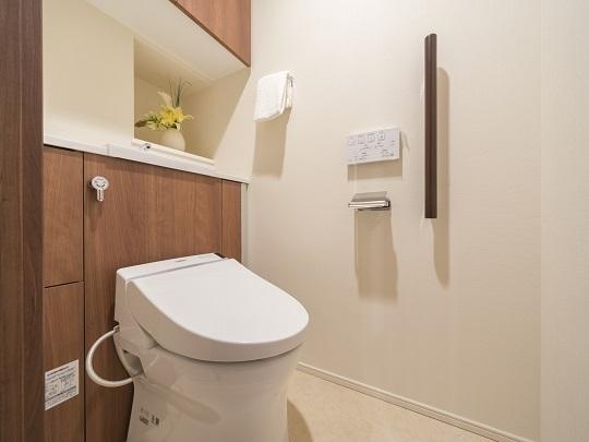 タンクレストイレは温水洗浄便座あり。