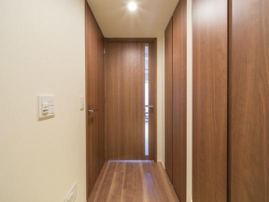 廊下部分にも収納スペースあり。