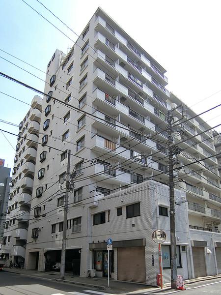 1983年築・総戸数67戸のマンション・2駅7路線利用可能・交通至便。